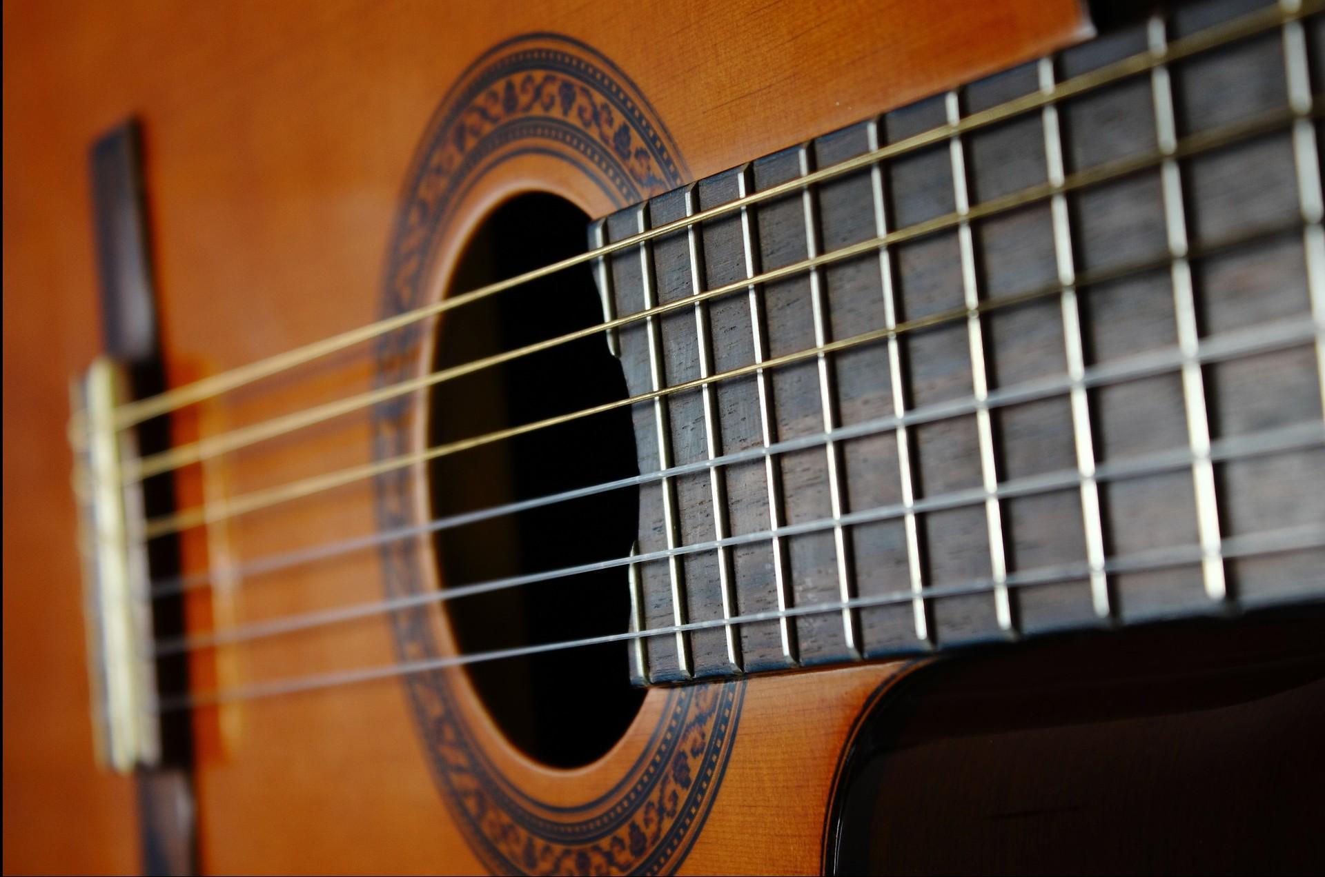 guitar-56914_1920
