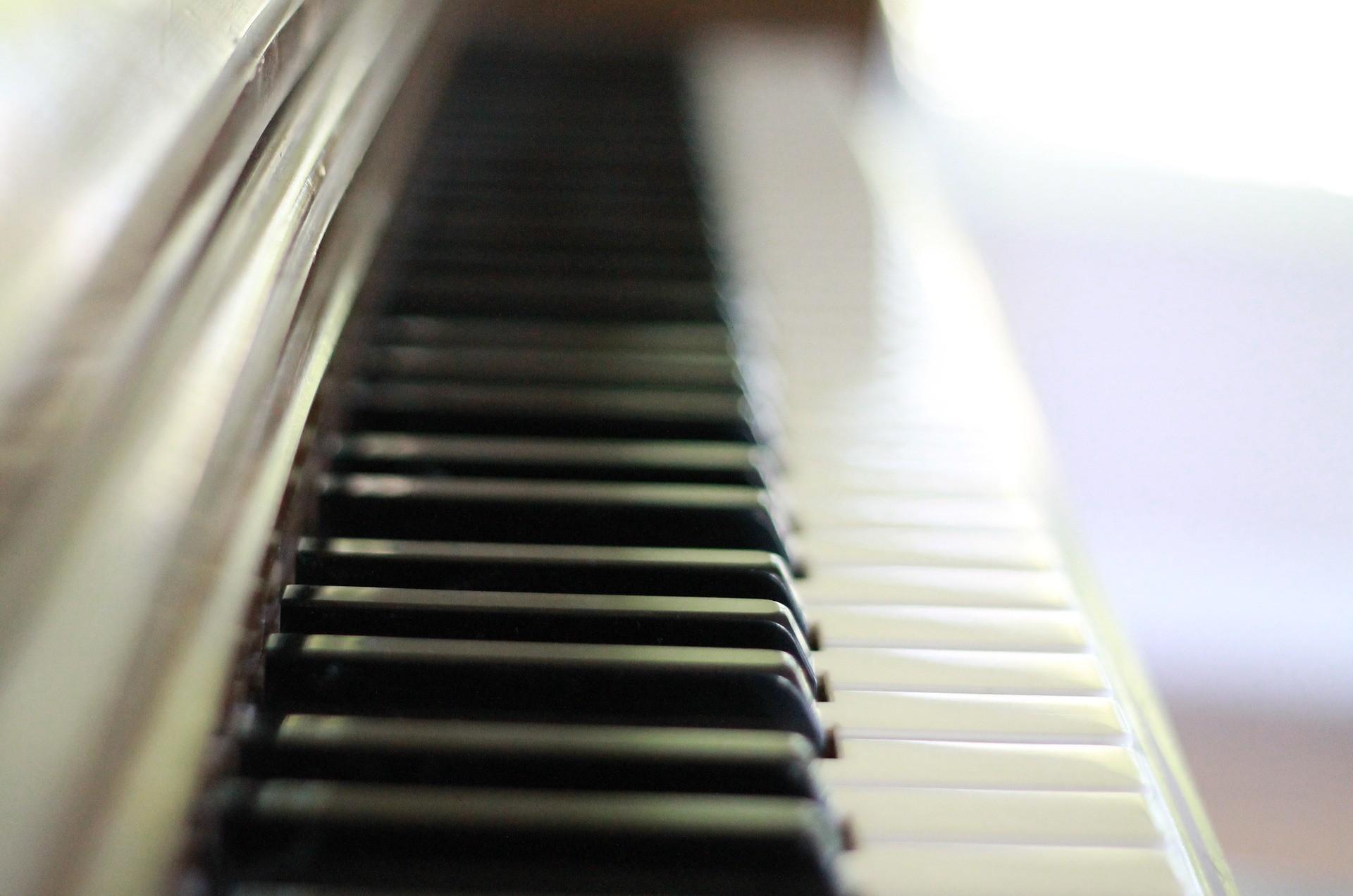 piano-keys-756954_1920